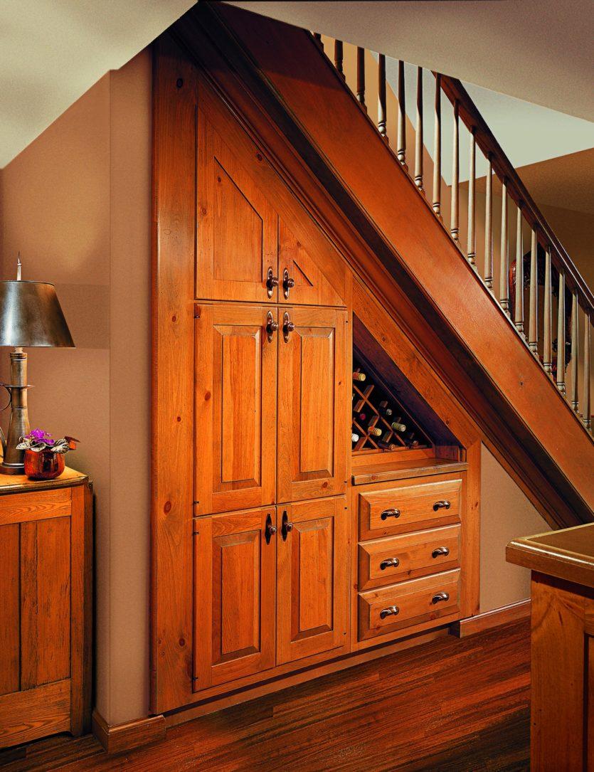 Встроенные шкафы под лестницей на заказ от производителя.